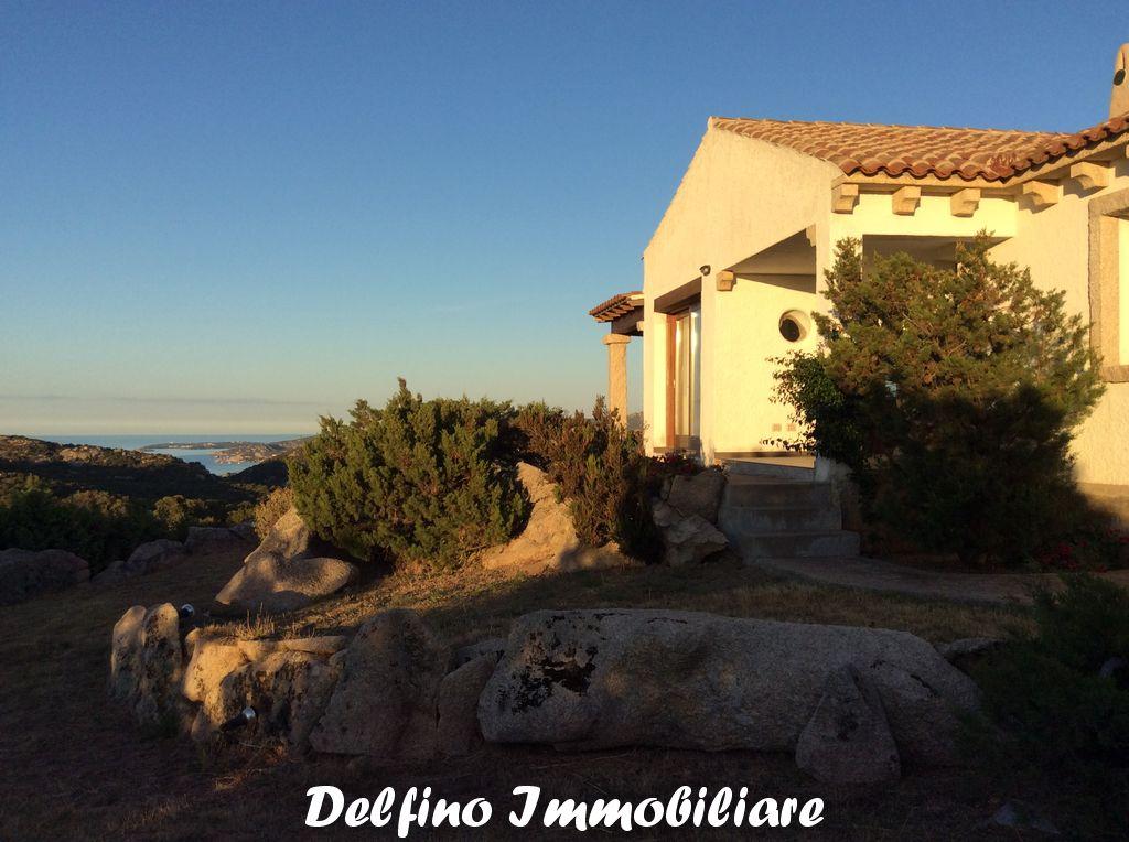 Rif. VL/90 Bellissima villa con vista mare sulle colline di Arzachena